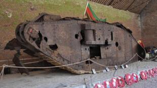 Le tank Deborah dans sa grange à Flesquières, avant son transfert vers le nouveau centre d'interprétation.