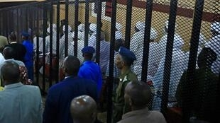 Au Soudan, le procès du président déchu Omar El-Bechir et de 27 co-accusés s'est ouvert mardi 21 juillet 2020.