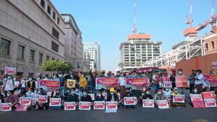 2021-02-17T042118Z_1640700355_RC24UL9GDGRI_RTRMADP_3_MYANMAR-POLITICS