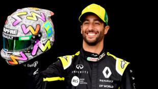 Un sonriente Daniel Ricciardo posa ante las cámaras en el circuito de Albert Park con motivo del Gran Premio de Australia, finalmente anulado, el 12 de marzo de 2020 en Melbourne