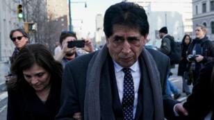 El expresidente de la federación de fútbol guatemalteca Brayan Jiménez abandona el juzgado federal de Brooklyn en el distrito de Brooklyn, Nueva York, EE. UU., el 5 de febrero de 2019.