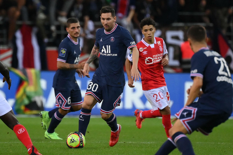 El astro argentino Lionel Messi hace su estreno con el París Saint-Germain, en partido de la 4ª jornada de la Ligue 1, frente al Reims, el 29 de agosto de 2021 en Reims