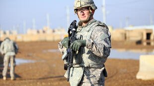 جندي أميركي في قاعدة قرب بغداد