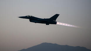 Un avion de combat F-16 de l'armée américaine.