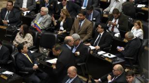 Des députés de l'opposition à l'Assemblée nationale vénézuélienne, le 6 janvier 2016.
