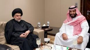 ولي العهد السعودي الأمير محمد بن سلمان (يمين) يلتقي الزعيم الشيعي العراقي مقتدى الصدر في جدة 30 تموز/يوليو 2017
