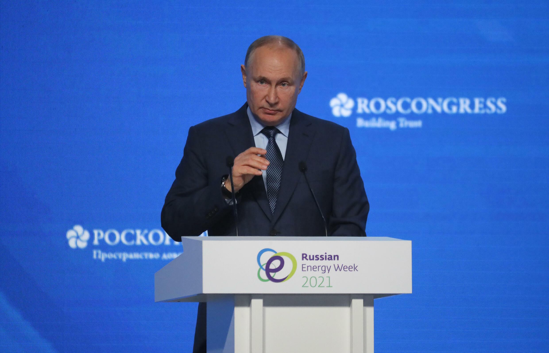 El presidente ruso, Vladimir Putin, habla ante el foro sobre energía, el 13 de octubre de 2021 en Moscú