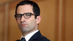Benoît Hamon stagne en quatrième place dans les intentions de vote, crédité d'environ 15% des voix.