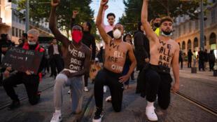 Una protesta en Marsella la semana pasada: solo una de las numerosas manifestaciones recientes contra el racismo y la brutalidad policial en Francia.