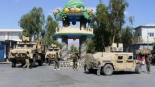 Des forces de sécurité afghanes positionnées à Farah, dans l'ouest de l'Afghanistan, en mai 2018.