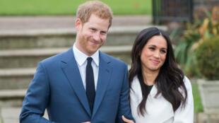 Le prince Harry et sa fiancée Meghan Markle durant leur scéance photo officielle, le 27 novembre, dans le Sunken Gardens de Kensington Palace à Londres.