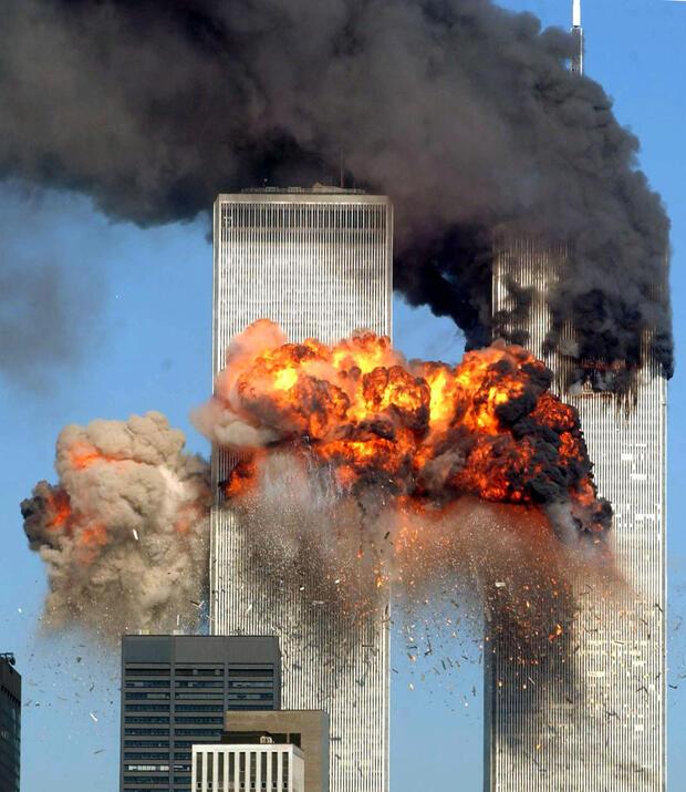 Archivo: el vuelo 175 de United Airlines, secuestrado en Boston, se estrella en la torre sur del World Trade Center y explota a las 9:03 a.m. del 11 de septiembre de 2001 en la ciudad de Nueva York.
