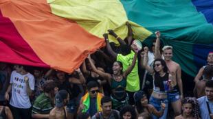 Desfile del Orgullo Gay en la playa de Copacabana en Río de Janeiro, Brasil, el 30 de septiembre de 2018.
