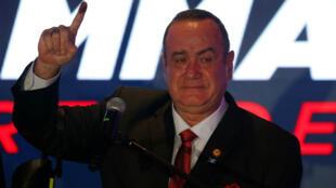 Alejandro Giammattei, candidato presidencial por el partido político Vamos, habla durante el recuento de votos en la elección presidencial, en su cuartel general de campaña en Ciudad de Guatemala, Guatemala, el 11 de agosto de 2019.