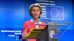 Ursula von der Leyen habla durante una rueda de prensa el 2 de octubre de 2020 en Bruselas