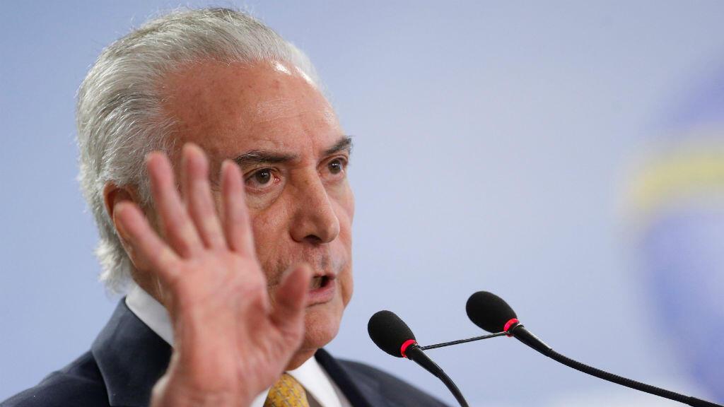 El presidente de Brasil , Michel Temer, habla después de anunciar el decreto del ejército para tomar el mando de las fuerzas policiales en el estado de Río de Janeiro.