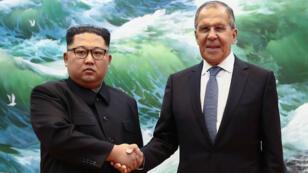 Le ministre russe des Affaires étrangères, Sergueï Lavrov, a rencontré le dirigeant nord-coréen Kim Jong-un lors de sa visite à Pyongyang, le jeudi 31 mai 2018.