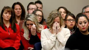 Víctimas y asistentes al juicio del doctor Larry Nassar, condenado a más de 300 años de cárcel.