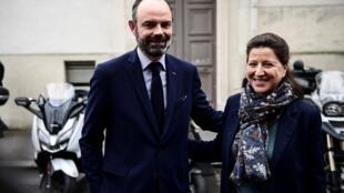 Agnès Buzyn, la candidate de La République en Marche à Paris, aux côtés du Premier ministre Édouard Philippe à Paris, le 10 mars 2020.