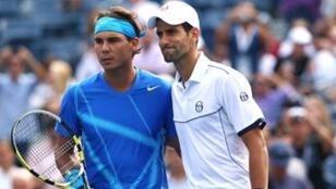 Rafael Nadal (gauche) et Novak Djokovic
