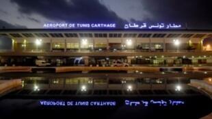 مطار تونس قرطاج خارج العاصمة التونسية