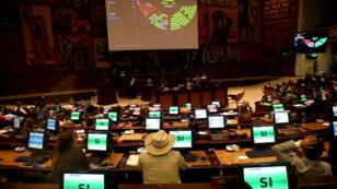 Vista general de una sesión de la Cámara Legislativa este martes 17 de septiembre en Quito (Ecuador).