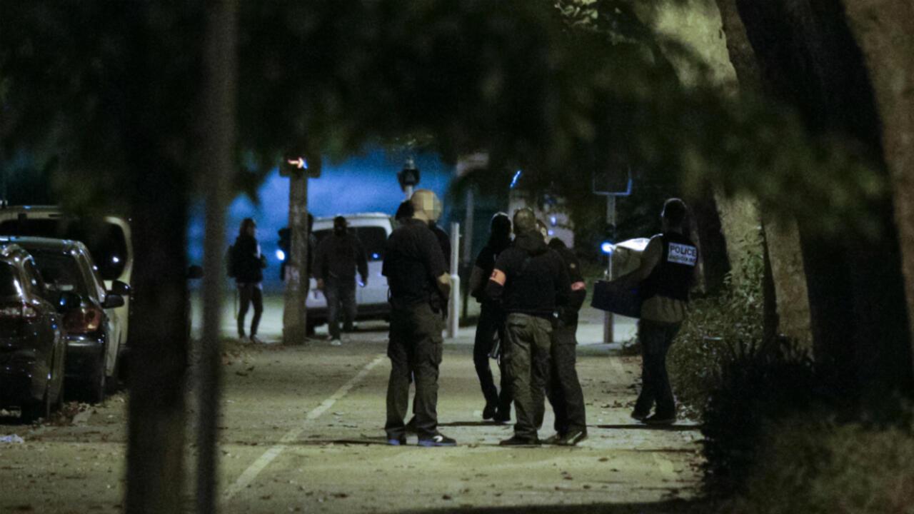 Cinq jeunes femmes en garde à vue après la tentative d'attentat de Notre-Dame