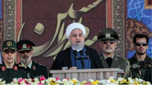الرئيس حسن روحاني خلال عرض عسكري في طهران- 2019/09/22.