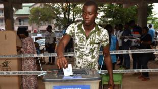 يدلي الناخبون في سيراليون السبت بأصواتهم في الجولة الثانية من الانتخابات الرئاسية.
