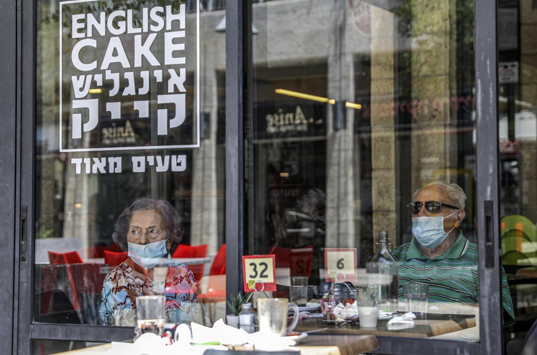 Se han vuelto a imponer varias restricciones en Israel después de un aumento en los casos de coronavirus, incluido el cierre de lugares, clubes, bares, gimnasios y piscinas públicas.