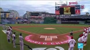 2020-07-24 13:14 Baseball players take a knee in symbolic season opener