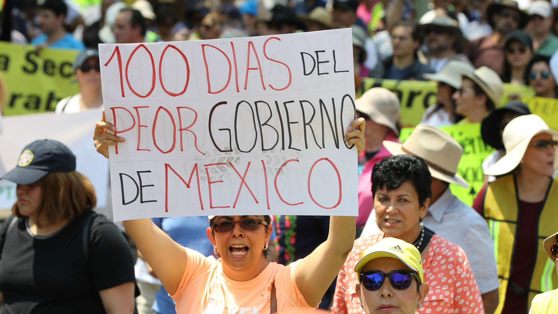 Manifestación de mexicanos cuando el presidente Andrés Manuel López Obrador cumple 100 días en en el poder. 10 de marzo de 2019.
