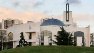 مسجد كريتاي بضاحية باريس تعرض لمحاولة اعتداء في يونيو/حزيران 2017.