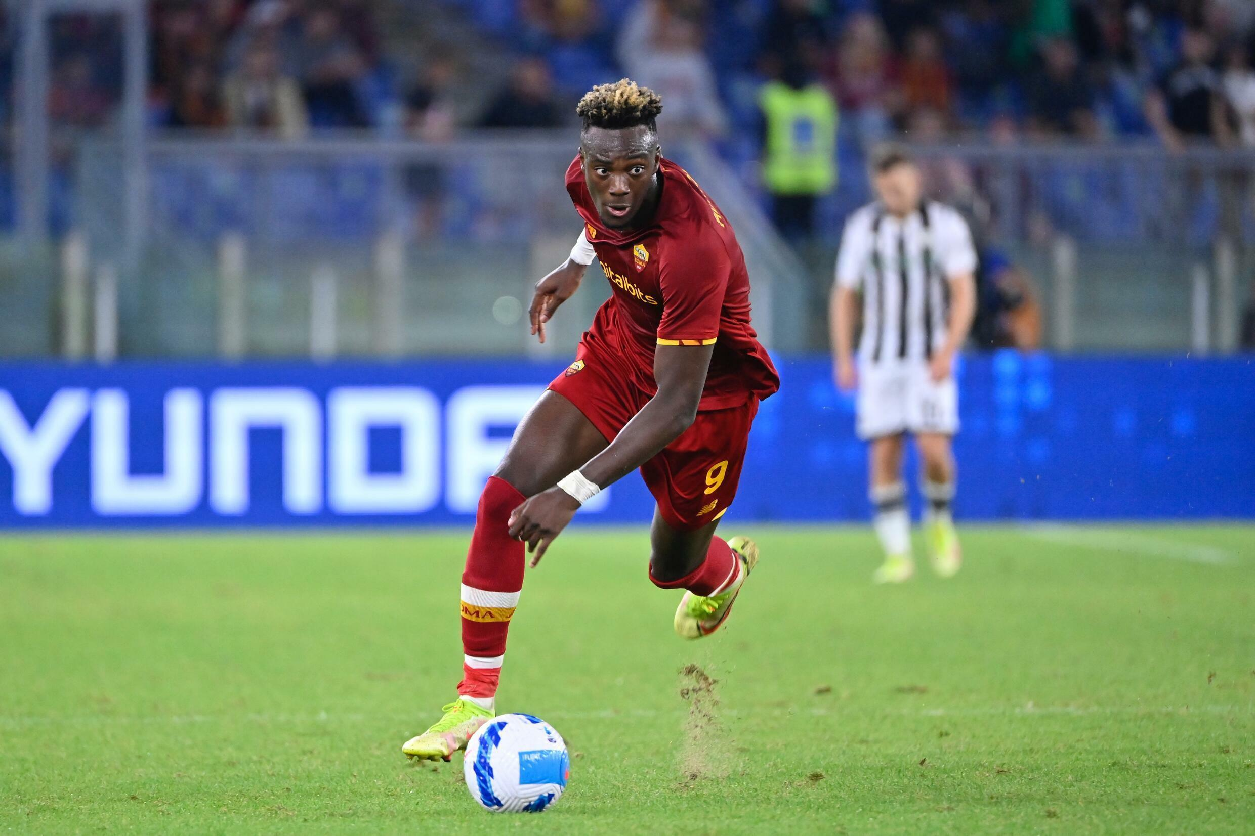 L'attaccante inglese dell'AS Roma Tommy Abraham Udinese a Roma il 23 settembre 2021