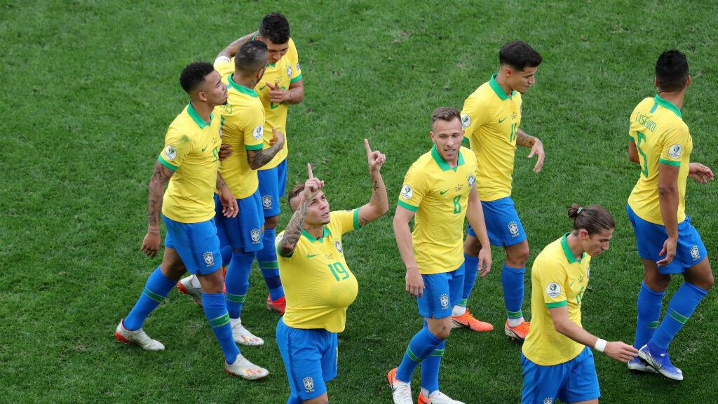 Everton Soares celebra el tercer gol de Brasil frente a Perú en el estadio Arena Corinthians en Sao Paulo, Brasil, el 22 de junio de 2019.