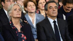 François et Penelope Fillon lors du meeting organisé par Les Républicains à la Vilette, le 29 décembre.
