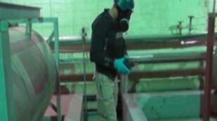 Un inspecteur de l'OIAC en Syrie, le 8 octobre 2013