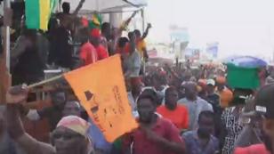 Les manifestants pour le départ du président Faure Gnassingbé, dans les rues de Lomé, jeudi 9 novembre.
