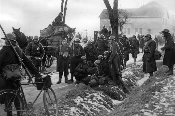 """Des soldats français durant l'hiver 1939 et la """"drôle de guerre"""" à Sedan"""
