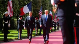 Emmanuel Macron et Donald Trump à leur arrivée au cimetière de Colleville-sur-Mer, le 6 juin 2019.