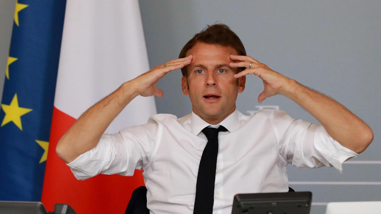 El presidente de Francia, Emmanuel Macron, sostuvo una videoconferencia con artistas del sector cultural estando en el Palacio del Elíseo, el 6 de mayo de 2020.