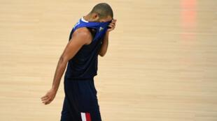 Tony Parker, particulièrement déçu après la défaite des siens face à l'Espagne, mercredi 17 août.
