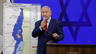Le Premier ministre israélien, Benjamin Netanyahu, exposant son projet d'annexion, près de Tel-Aviv, le 10 septembre 2019.