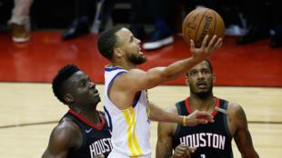 Le meneur star des Golden State Warriors, Stephen Curry, lundi 28 mai 2018, lors du match 7 de la finale de la conférence Ouest sur le parquet des Houston Rockets.