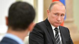 Le président russe Vladimir Poutine face à son homologue syrien Bachar al-Assad, le 20 octobre 2015.