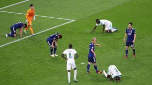Jugadores japoneses y senegaleses al finalizar el partido