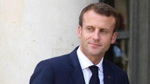 Emmanuel Macron s'est dit fier d'avoir embauché Alexandre Benalla à l'Élysée parce que c'était quelqu'un qui était dévoué et qui avait un parcours différent.