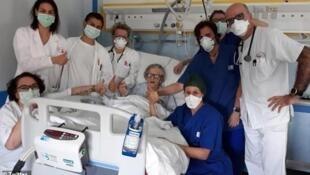 Une femme âgée de 95 ans, guérie du Coronavirus dans le nord de l'Italie, selon la Gazetta di Modena, le 18 mars 2020.
