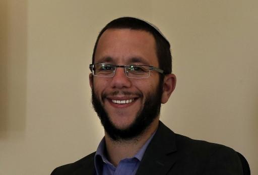 - الحاخام ناتان ألكسندر في مكتبه بمستوطنة أليعازر بالضفة الغربية