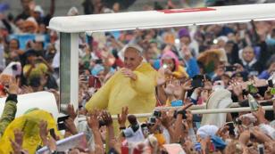 Le pape François, dimanche 18 janvier 2014, à Manille, aux Philippines.
